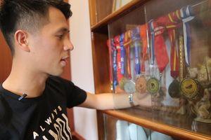 Khám phá kho huy chương của 'chuyên gia kèm Tây' Đình Trọng