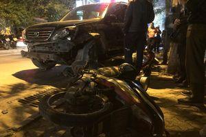 Nữ tài xế lái Lexus tông 7 xe máy, 2 ôtô ở Hà Nội
