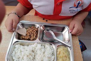 Phụ huynh 'tố' suất cơm đạm bạc: Trường Tiểu học Sài Đồng phủ nhận
