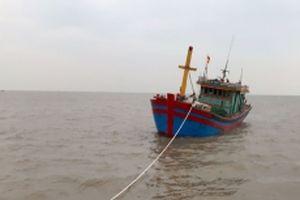 Cứu sáu ngư dân gặp nạn trên biển
