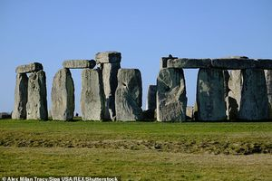 Người xưa xây dựng bãi đá cổ Stonehenge tài tình thế nào?