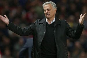 Muốn có danh hiệu, M.U nên 'tống' Mourinho 'ra đường' sớm