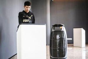 Khách sạn dùng robot, công nghệ AI thay nhân viên