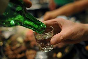 Cảnh báo nguy cơ ngộ độc rượu tăng cao trước và sau Tết