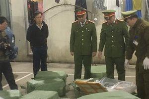 Ngăn chặn lô nầm lợn chảy nước màu đen, bốc mùi hôi thối tuồn lậu vào Việt Nam