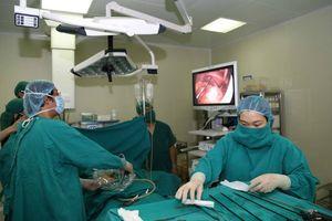 Cấp cứu bệnh nhân viêm ruột thừa cấp có phủ tạng đảo ngược 100% cực hiếm gặp