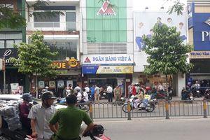 Vụ cướp ngân hàng Việt Á ở TP HCM: Nghi phạm đốt xe máy rồi ôm tiền bỏ trốn