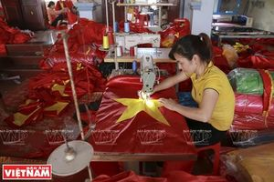Ngôi làng có truyền thống hơn 70 năm tạo nên những lá cờ Tổ quốc