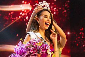 Tân hoa hậu hoàn vũ rạng ngời và quyến rũ ra mắt báo chí sau khi đăng quang