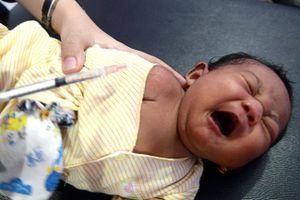 Bộ Y tế lên tiếng về thông tin chậm trễ đưa vắc-xin ComBE Five thay thế Quinvaxem