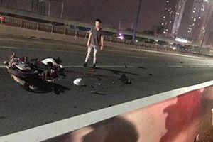 Nam thanh niên tử vong khi chạy xe máy vào làn ô tô