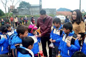 Otofun Quảng Ninh tặng quà học sinh huyện Ba Chẽ