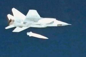 Mỹ thừa nhận không thể đánh chặn tên lửa siêu vượt âm Nga