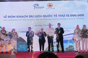 Tàu du lịch biển mang vị khách quốc tế thứ 15 triệu đến Việt Nam