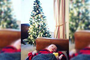 Hàng xóm để lại quà Giáng sinh suốt 14 năm trời cho cô bé 2 tuổi