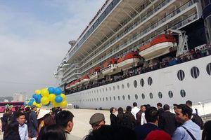 Vị khách quốc tế thứ 15 triệu đến Việt Nam trên siêu du thuyền