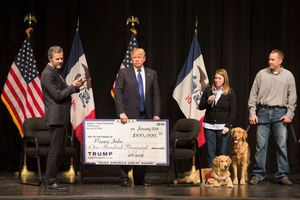 Bị tố tư lợi, Tổng thống Trump dẹp quỹ từ thiện