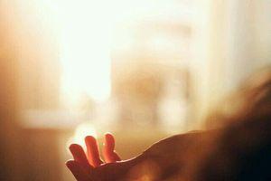 Đừng vội vã nắm tay ai đó chỉ vì đêm dài sợ cô đơn