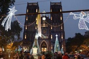 Không khí Giáng sinh sớm trên các con đường ở Hà Nội
