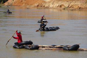 Kon Tum: Phát hiện lâm tặc vận chuyển hơn 4m3 gỗ trên sông Đăk Bla