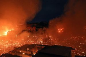 Hỏa hoạn kinh hoàng thiêu rụi 600 ngôi nhà ở Brazil