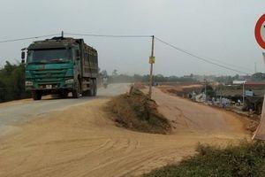 Hưng Yên: Xe quá tải tàn phá đường đê, Chủ tịch huyện Tiên Lữ có chối trách nhiệm?