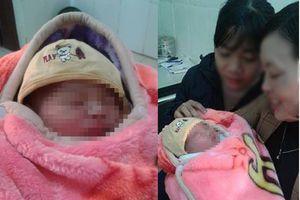 Hà Nội: Bé trai sơ sinh nặng hơn 3 kg bị bỏ rơi trước cửa nhà dân