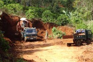 Gia Lai: Xe chở đất không phép 'nghênh ngang' trên quốc lộ