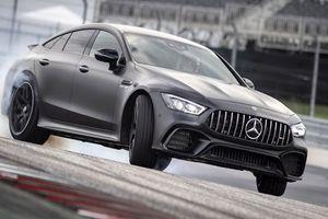 Mercedes-Benz AMG GT giá 3,2 tỷ đồng đấu Porsche Panamera