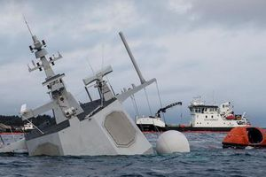 Mục kích trục vớt tên lửa 'khủng' từ tàu chiến chìm