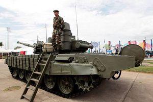 Nga chuyển giao xe tăng T-72B cho Lào qua ngả Việt Nam