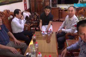 Lãnh đạo tỉnh Bình Phước chúc mừng Nguyễn Phong Hồng Duy