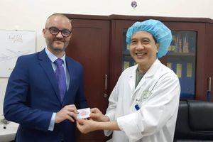 Tùy viên Đại sứ quán Pháp đăng ký hiến tạng tại Việt Nam