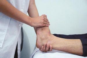 Cách phòng và điều trị bệnh phù tay chân ở người cao tuổi