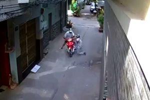 Dí ngón tay giả hung khí uy hiếp tài xế Grap, cướp xe máy