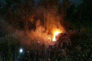 Nóng: Xe bồn lao xuống vực nổ lớn rồi bùng cháy trên đèo Hải Vân, tài xế tử vong