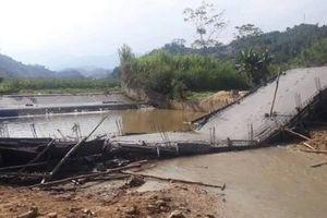 Đang thi công, cầu bê tông bất ngờ sập đổ do đâu?