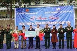 Viettel tặng 3 phòng máy tính cho 3 trường ở Thanh Hóa thiệt hại do lũ lụt