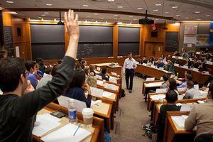 'Ở Harvard, người thầy có vị trí thấp nhất trong lớp học'