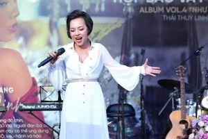Ca khúc 'Hãy ngồi xuống đây' lần đầu được cấp phép hát tại Việt Nam