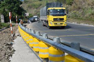 CLIP: Lắp rào chắn bánh xoay Hàn Quốc tại điểm đen ở Dốc Cun