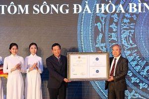 Tôm, cá sông Đà, Hòa Bình được trao chứng nhận nhãn hiệu