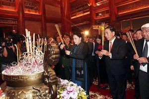 Chủ tịch Quốc hội dự lễ tưởng niệm 60 liệt sỹ thanh niên xung phong tại Thái Nguyên