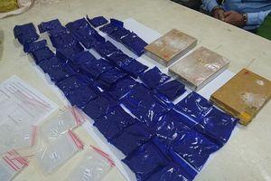 Hai đối tượng đang giao dịch ma túy sa lưới