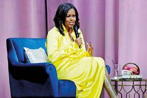 Bà Michelle Obama mặc đầm rực rỡ, nổi bật nhất tuần