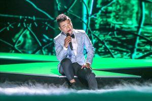 Vũ Thắng Lợi bật khóc trong show kỷ niệm 10 năm ca hát