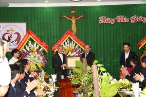 Phó Thủ tướng Thường trực chúc mừng lễ Giáng sinh