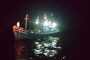 BĐBP Đà Nẵng tiếp nhận 8 thuyền viên tàu cá gặp nạn trên vùng biển Thừa Thiên Huế