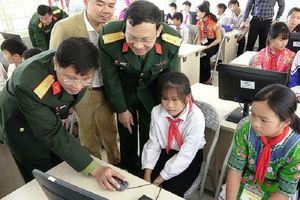 Trao tặng thiết bị dạy học cho 3 trường bị thiệt hại do mưa lũ tại huyện Mường Lát