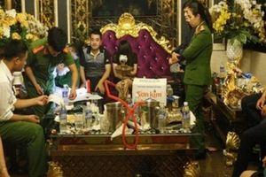 Sếp ngân hàng tham gia 'tiệc ma túy' bị đình chỉ chức vụ